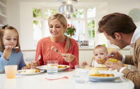 איך לסייע להורים להאכיל ילדים בהנאה