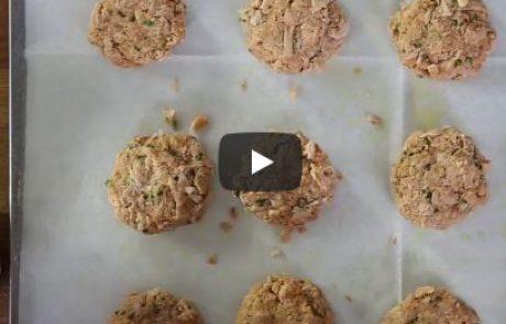 קציצות טונה ברוטב עגבניות נפוליטנה – מתכון וסרטון טייסטי